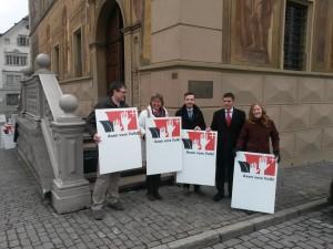 Axenprotest vor dem Rathaus